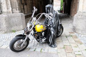 time-traveler-raider-bike-angle-ghost-guardian-manfred-kielnhofer-vehicle-theatre-art-arts-design-mobile-galerie-museum-2189